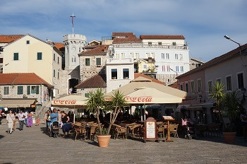 Place du centre ville de Herceg Novi, Monténégro